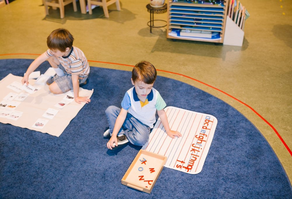 letter sound lesson for preschool, an alternative to handwriting worksheets to use during the quarantine by Guidepost Montessori