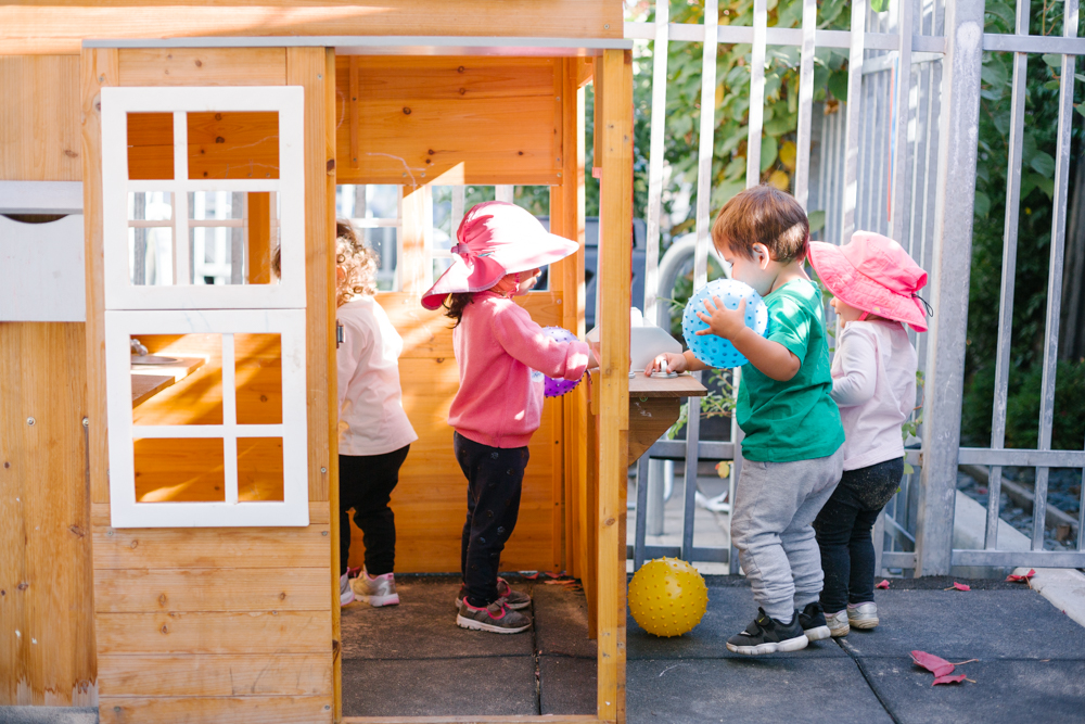 toddler children playing outside at Guidepost Montessori at Palo Alto